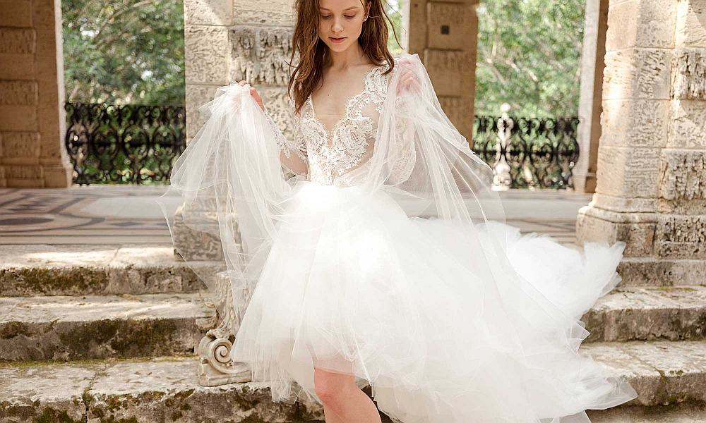 Bride in lacy Monique Lhuillier wedding gown